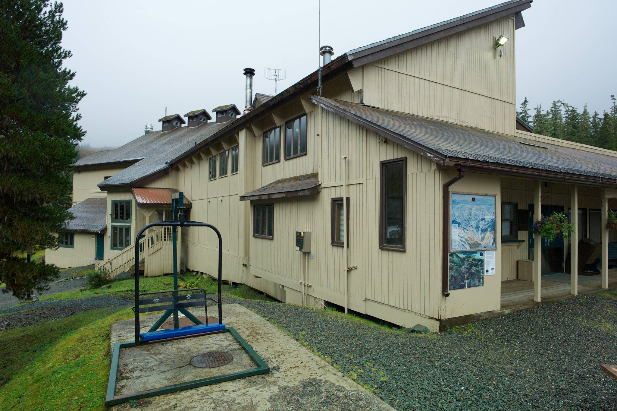 The Eaglecrest Ski Area lodge, seen here in 2015, is the planned site of the Old Tower Bar, which would serve beer and wine during ski season. In a unanimous vote Monday, Oct. 15, 2018, the Alcohol Control Board rejected an alcohol license for the business. (Michael Penn | Juneau Empire file)