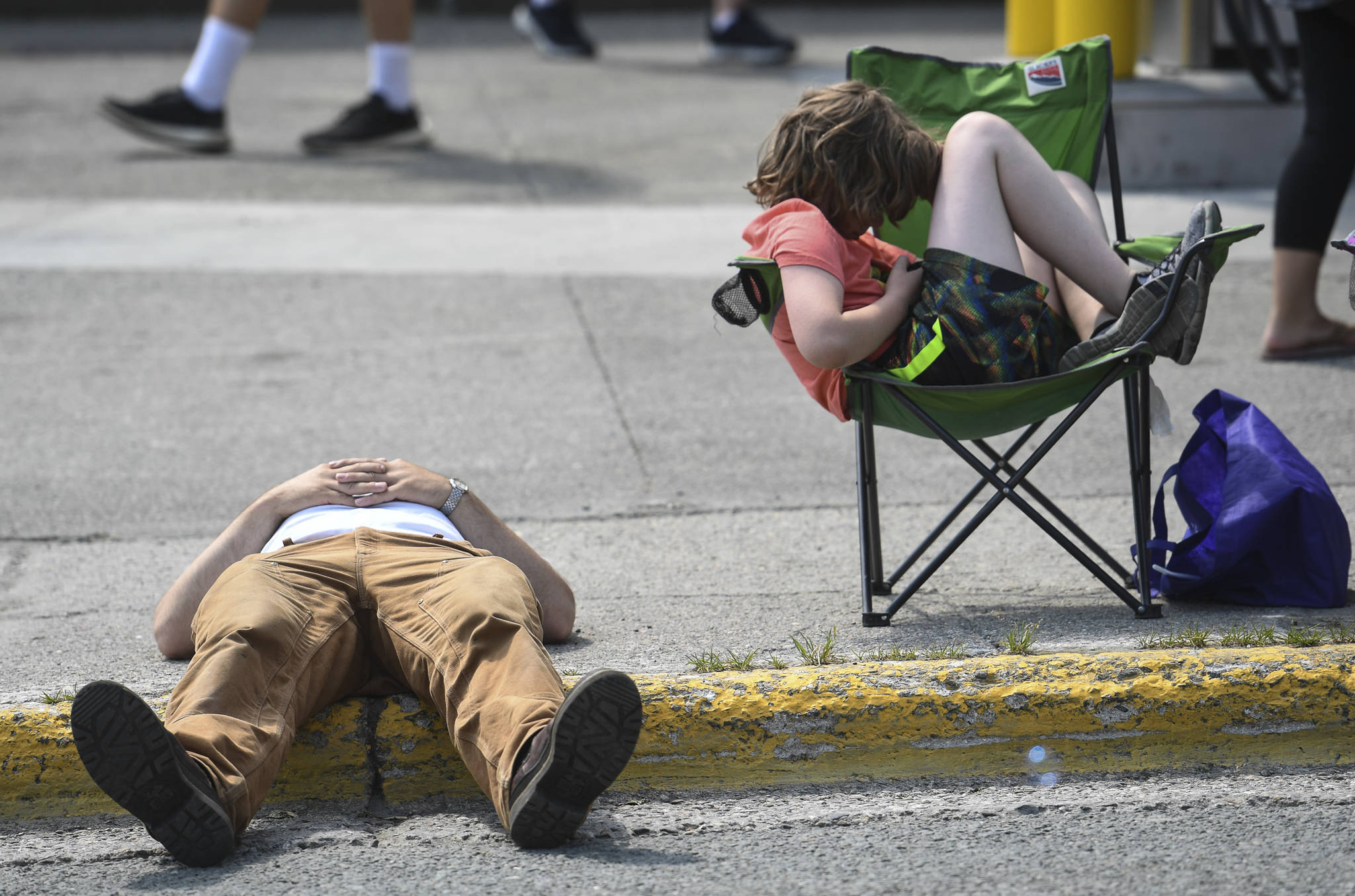 People wait in the heat for the Douglas Fourth of July Parade to start on Thursday, July 4, 2019. (Michael Penn | Juneau Empire)