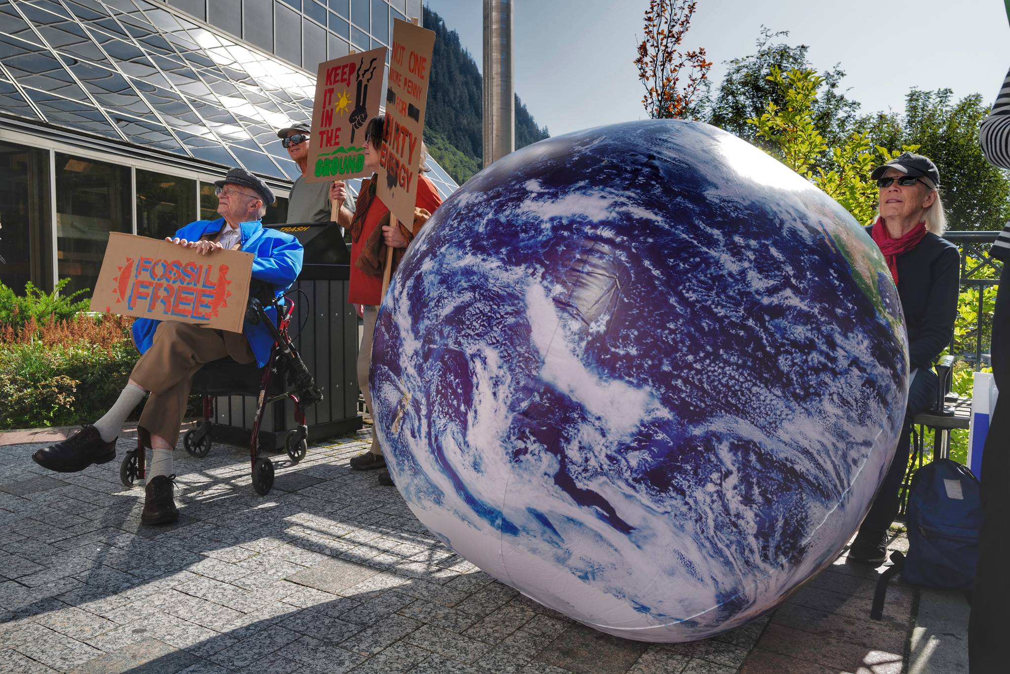 Empire Live: Climate change rally at the Capitol aims for international audience