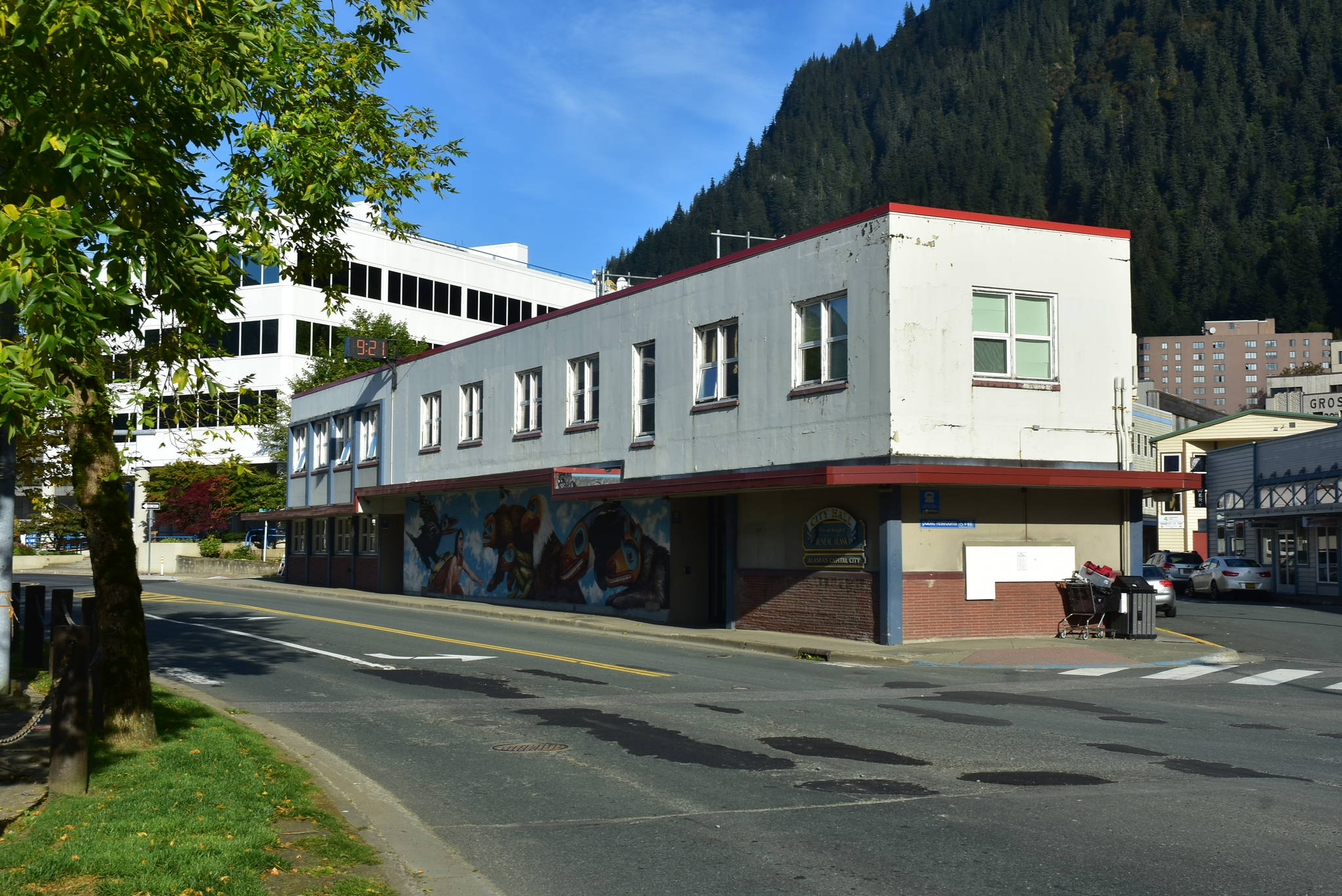Juneau City Hall on Tuesday, Sept. 15, 2020. (Peter Segall / Juneau Empire)