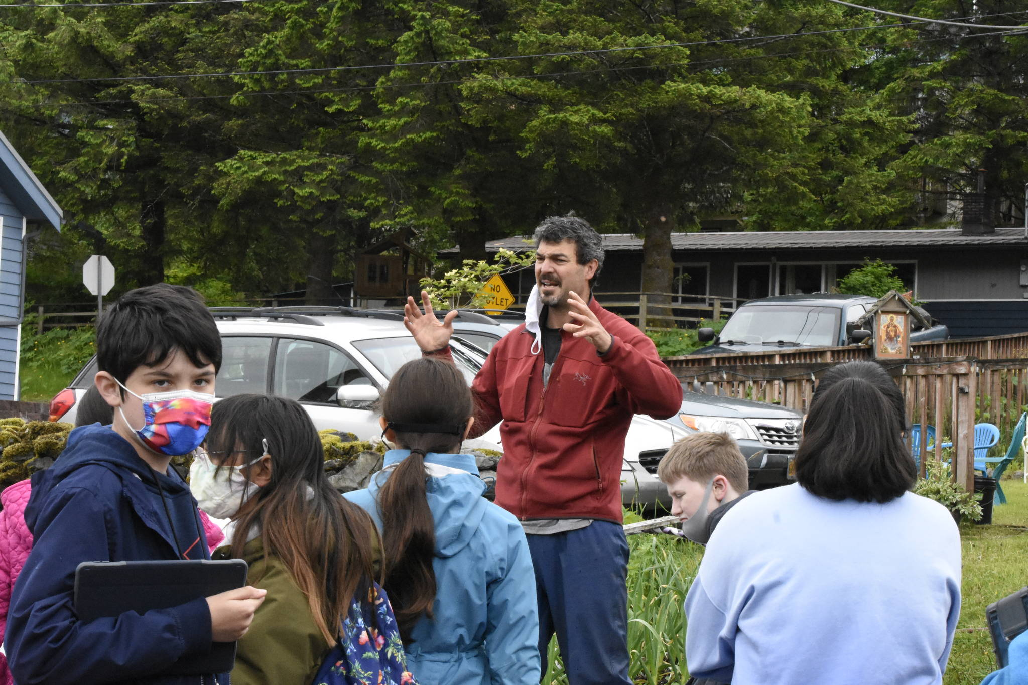 Darren Snyder, who helps manage community gardens as part of the the University of Alaska Fairbanks Cooperative Extension Service, talks to kids about gardening in Southeast Alaska on June 11, 2021. (Peter Segall / Juneau Empire)